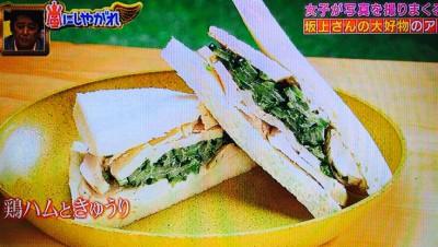 鶏ハムときゅうり パクチーのサンドイッチ