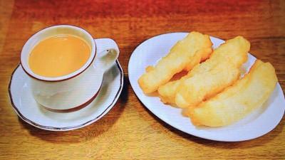 ノング・インレイ「イチャクウエ(揚げパン)とミルクティーのセット」