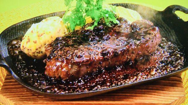 ゆーママの「牛フィレ肉の黒胡椒ステーキブルーベリーバルサミコソース」