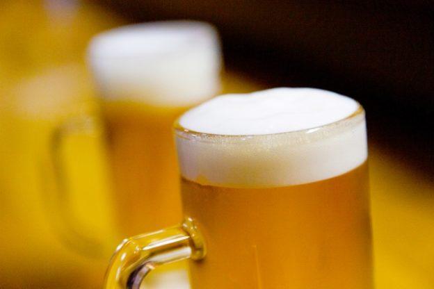 究極のビールの注ぎ方
