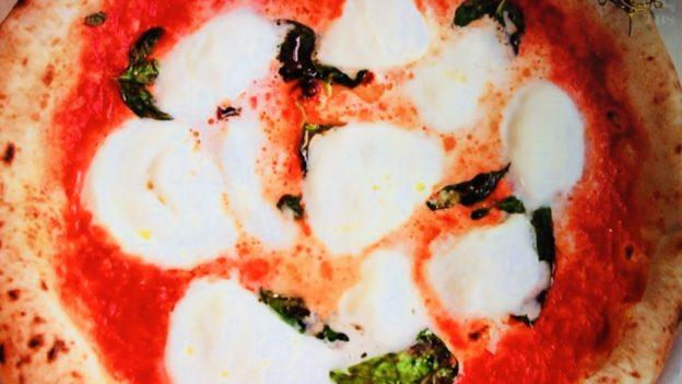 ナプレ「水牛のモッツァレラチーズのマルゲリータ」