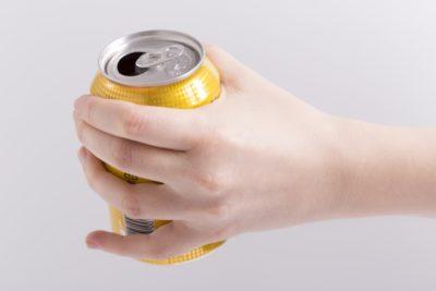 自宅で簡単!究極の缶ビールの注ぎ方