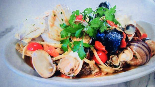 築地パラディーゾ「本日仕入れた貝類とチェリートマトのペスカトーレ風リングイネ」
