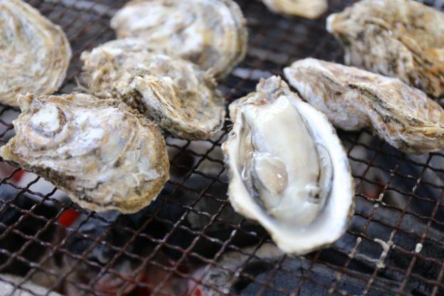 極上の焼き牡蠣を楽しめる!宮島の表参道の牡蠣屋